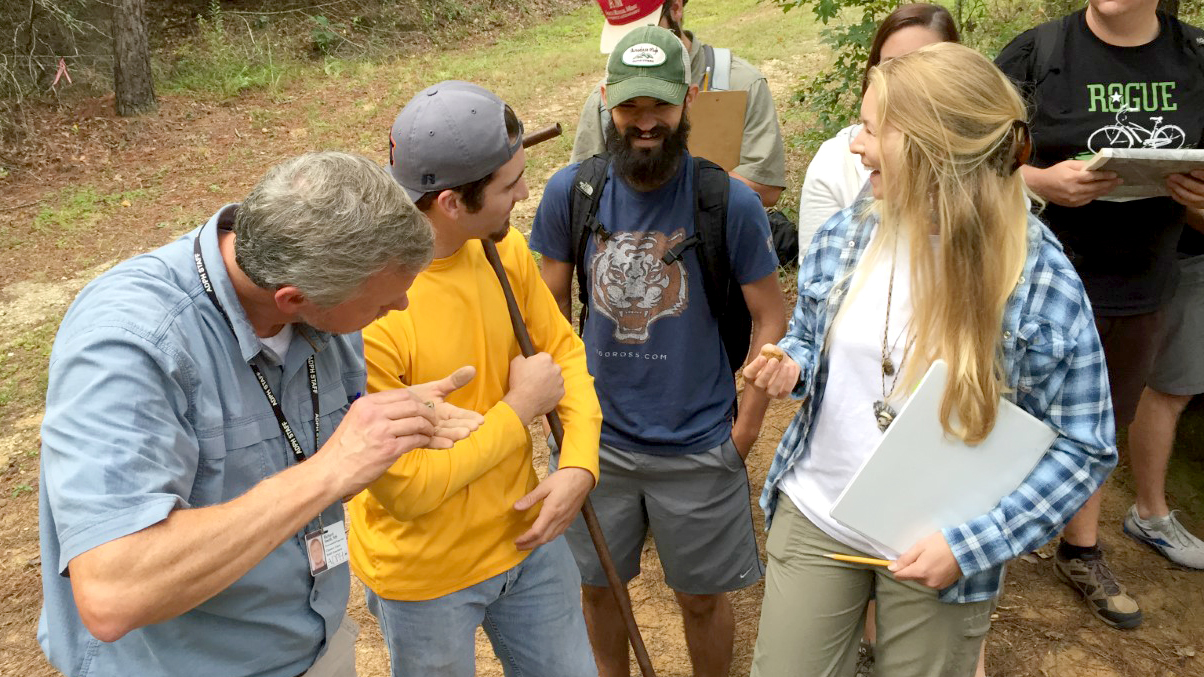 Class-of-Auburn-Students-outdoors-in-nature-hike-Major-Environmental-Sciences-0422