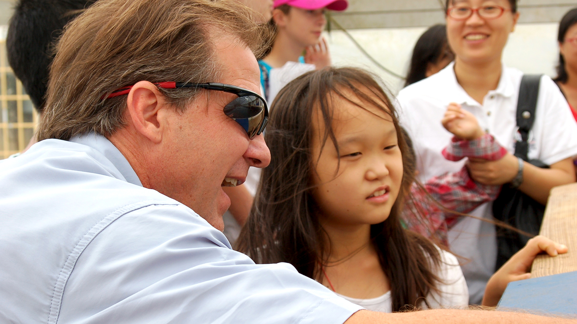 David-Cline-Mentoring-a-Student-Little-Asian-Girl-Learning-about-Aquaculture-and-Fish-EW-Shell-Fisheries-Center-Auburn-AL-0269