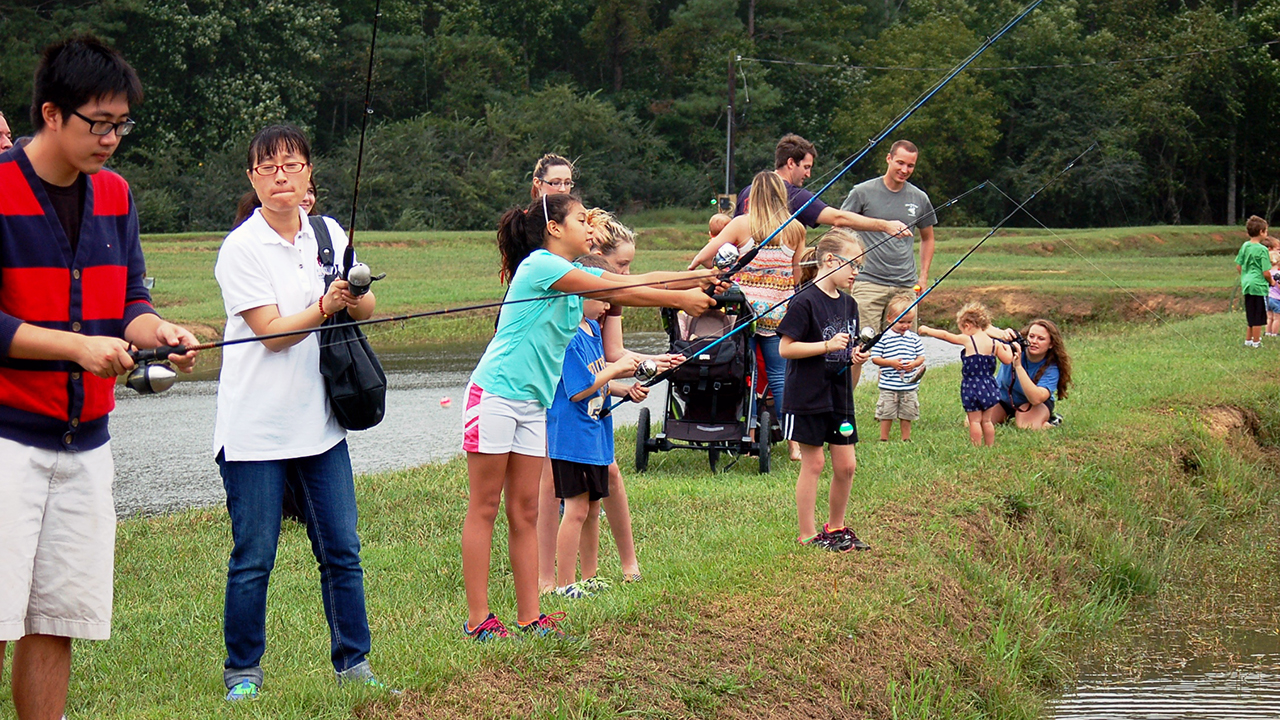 Group-of-Auburn-Families-Fishing-for-Catfish-or-Bass-in-pond-water-casting-rods-poles-kids-students-Field-Day-Auburn-E-W-Shell-Fisheries-Center-0241