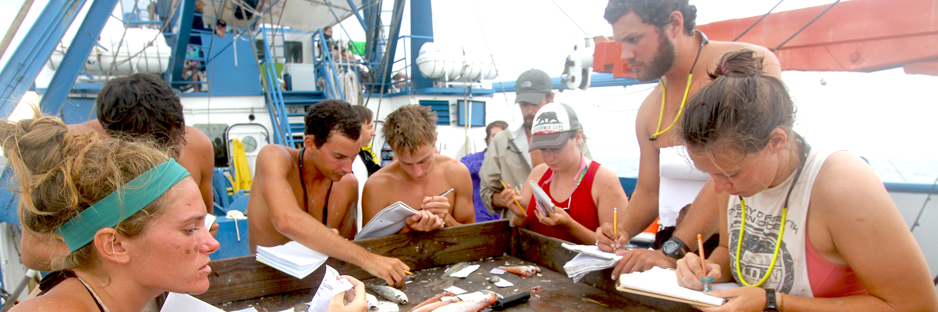 Group-of-Auburn-Students-Majoring-in-Fisheries-Aquaculture-Aquatic-Sciences-Fish-Research-Notes-Class-Boat-2972-sm