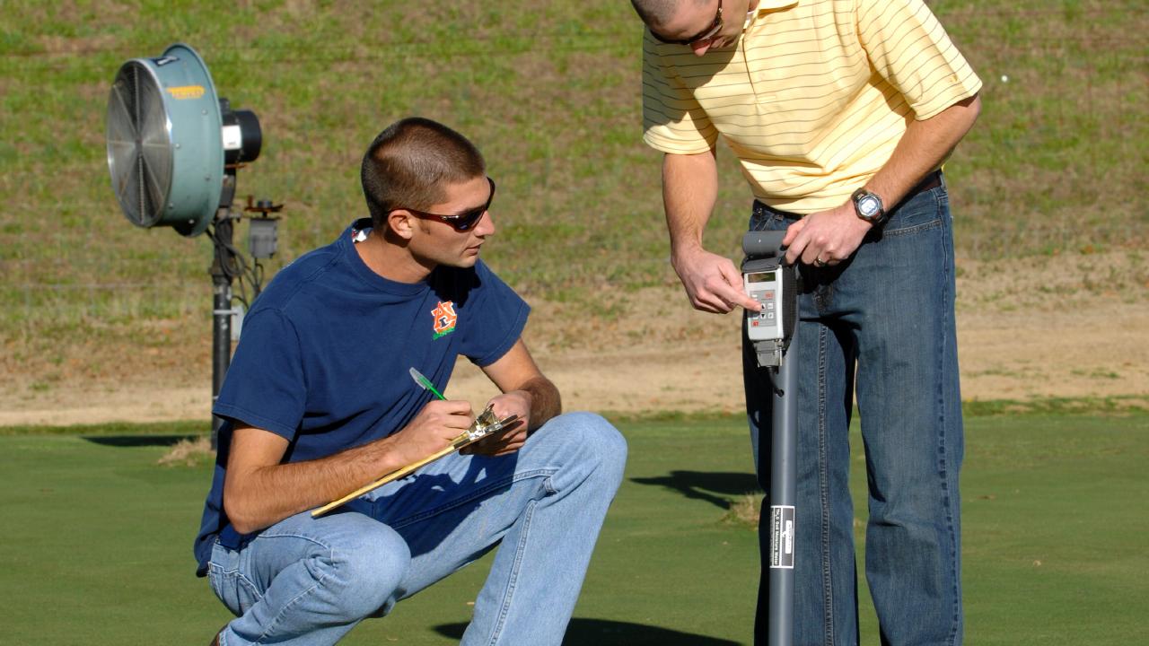 Turfgrass-Major-Option-Golf-Course-Putting-Turf-Pitch-Student-Green-Industry-Auburn-AL