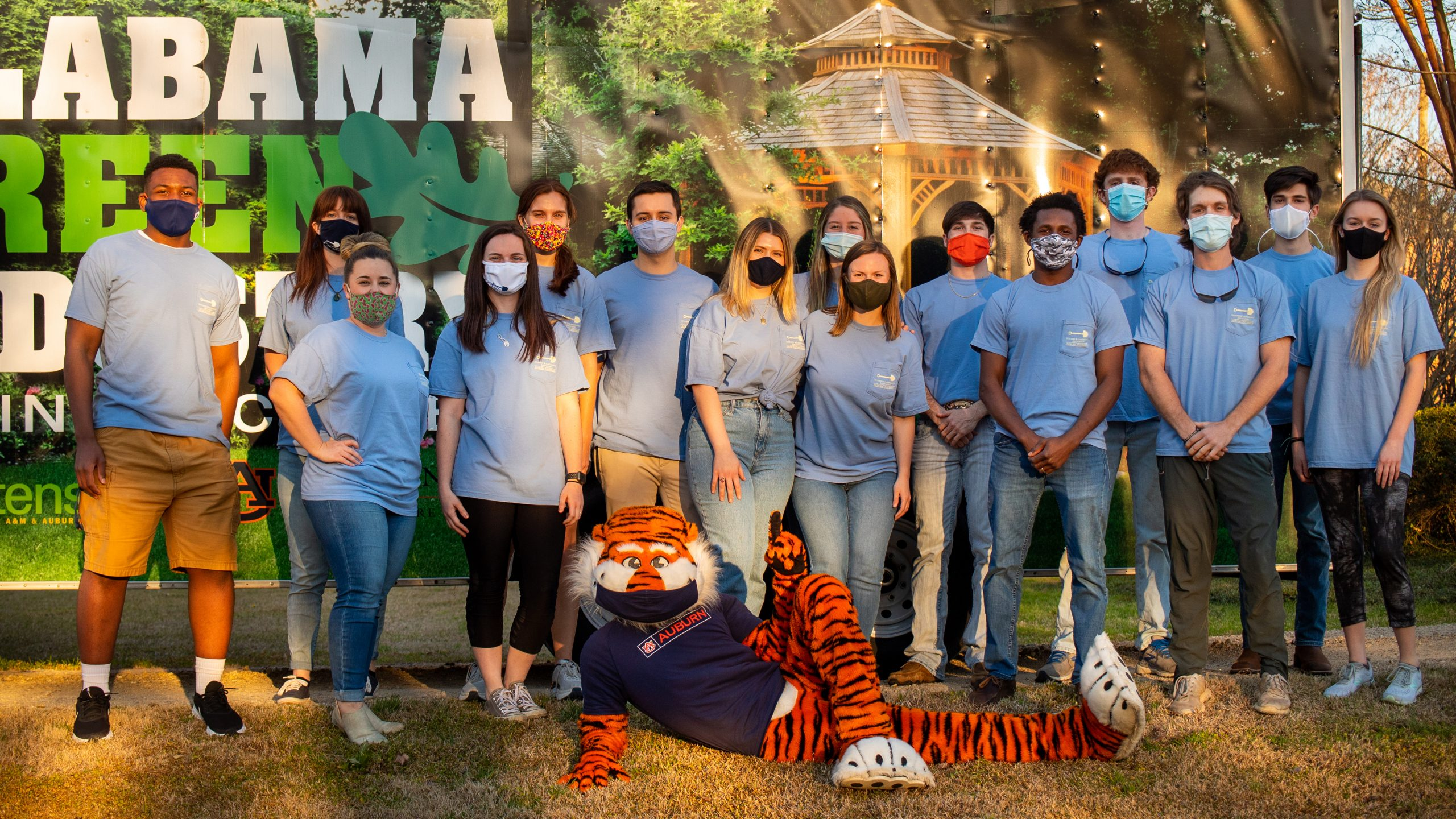 Students pose for a picture with Aubie